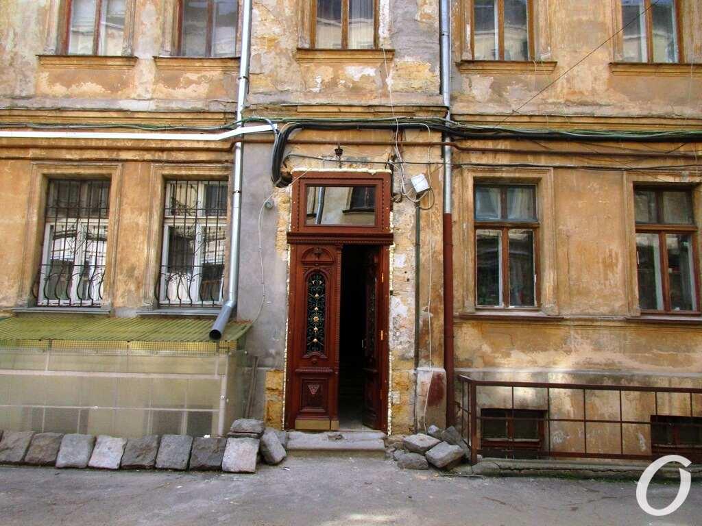 Лютеранский переулок, историческая дверь