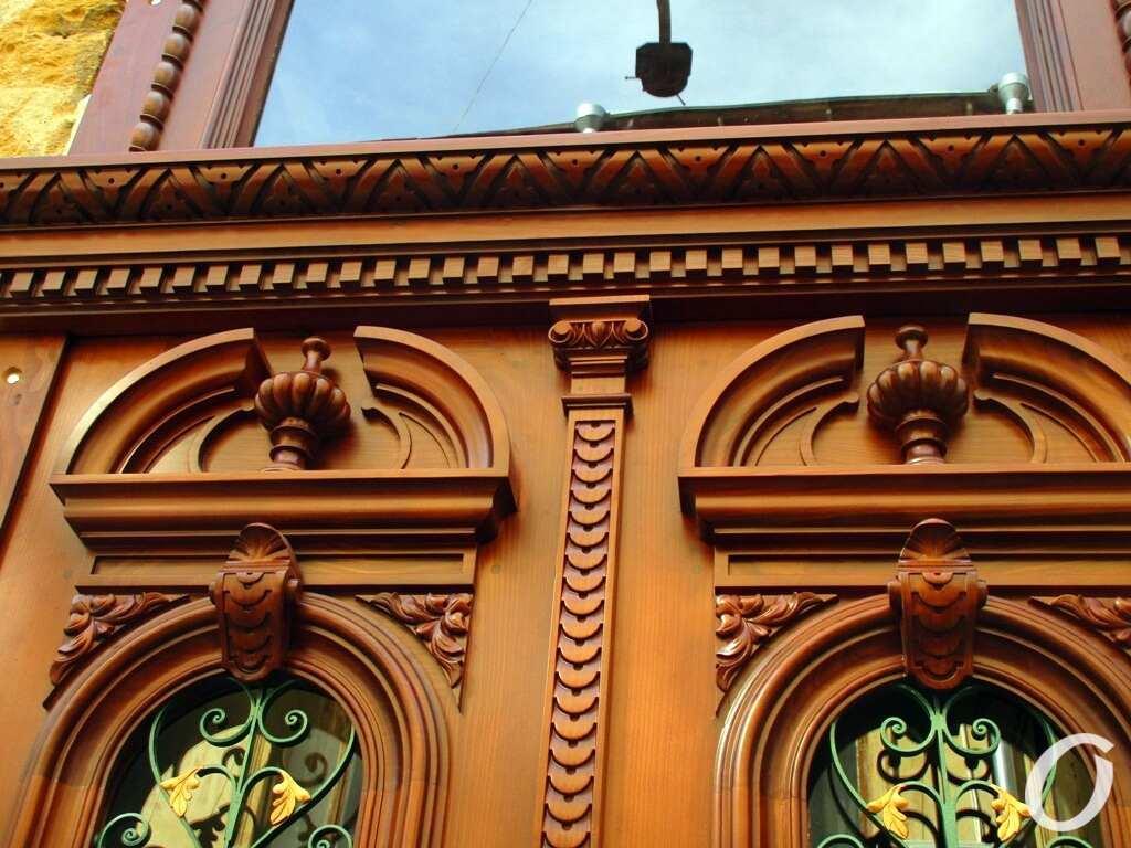 В Одессе отреставрировали очередную историческую дверь
