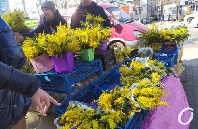 Что происходило в Одессе в Женский день: креативный мэр, цветочный ажиотаж и весенний троллейбус