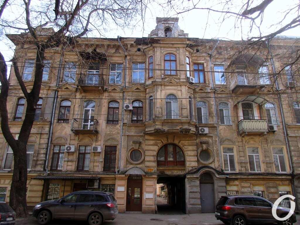 Лютеранский переулок, Дом с иллюминаторами