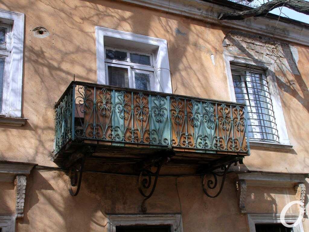Лютеранский переулок, балкон