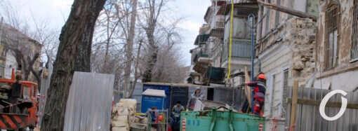 У обрушившегося одесского дома на Нежинской кипят работы (фото)