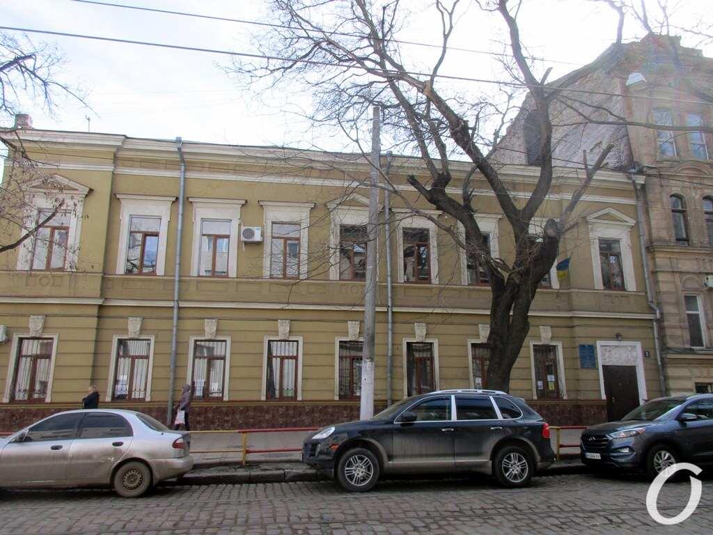 Лютеранский переулок, школа Костанди