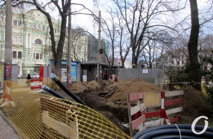 На одесской Соборной площади строят подстанцию для дома Руссова (фото)
