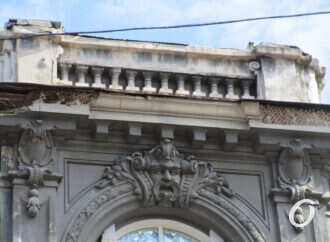 В Одессе обвалилась часть фасада памятника архитектуры в «обувном квартале» (фото)