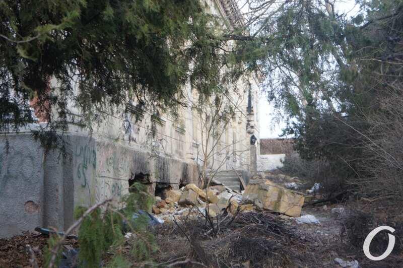 руины ДК в Черноморке, мусор2