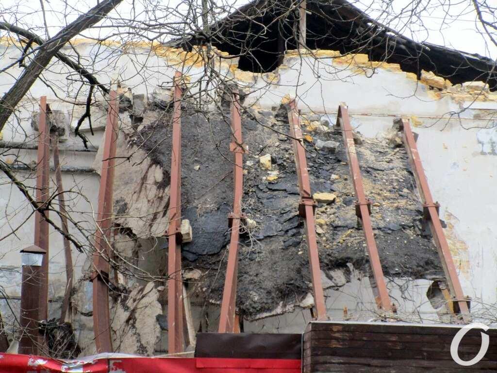 заброшенное здание после обвала
