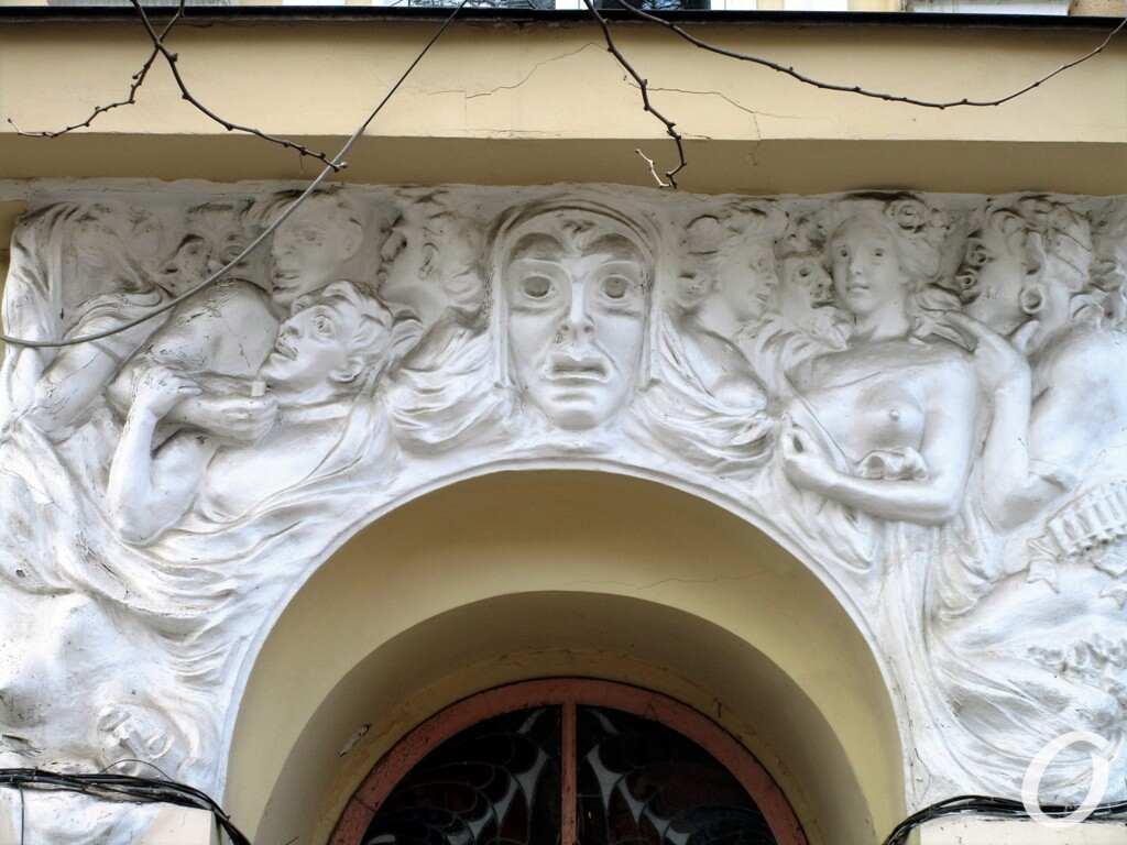 Улица Гаванная, барельеф