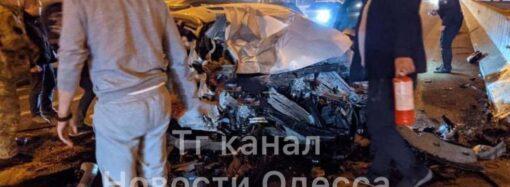 Жесткое ДТП под Одессой: «Соната» врезалась в полицейский «Приус» – есть жертвы