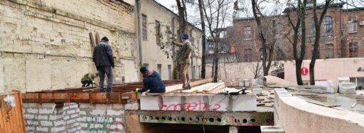 В Летнем театре одесского Горсада — очередная стройка (фото)