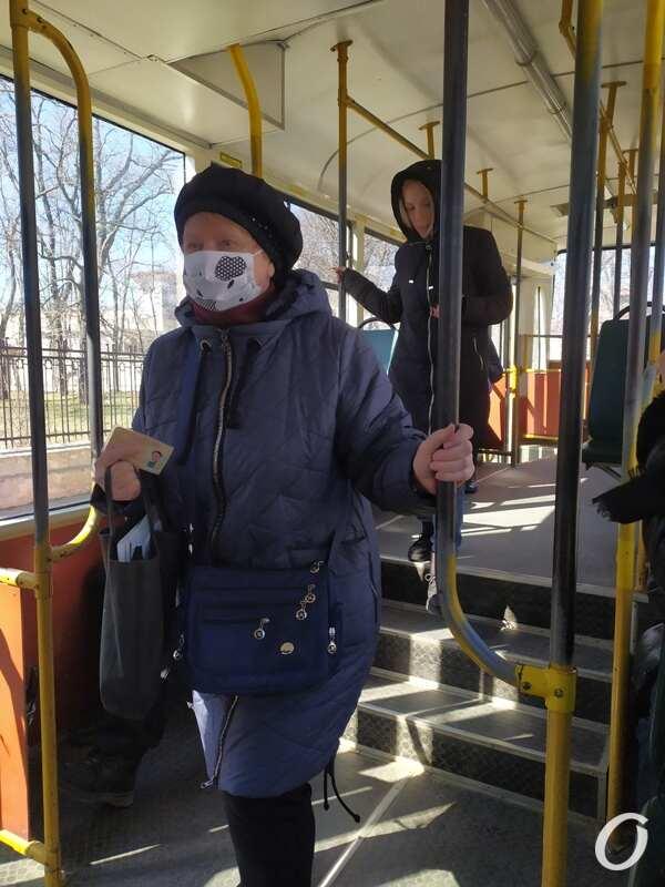 карантин в одесском транспорте, пассажирка в маске