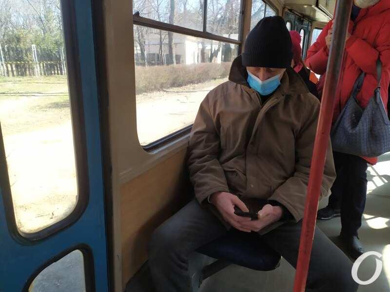 карантин в одесском транспорте, пассажир в маске