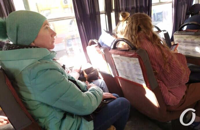 Бесстрашные одесситы: как соблюдают масочный режим в общественном транспорте (фото)