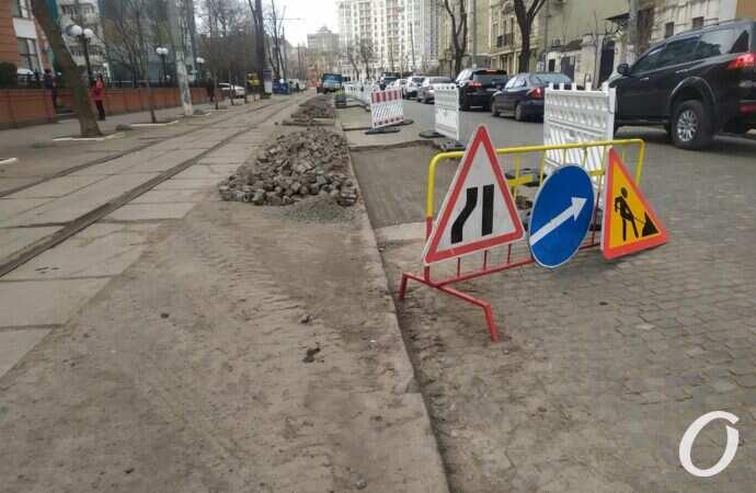 На Французском бульваре в Одессе стартовал ремонт брусчатки (фото, видео)