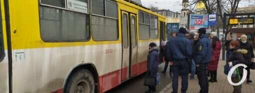 Сомнительный карантин: как работает общественный транспорт в «красной» Одессе? (фото)