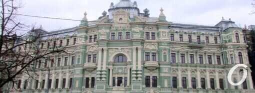 Одесский дом Руссова: фасад обрастает проблемами, новая плитка требует очередного ремонта (фото)