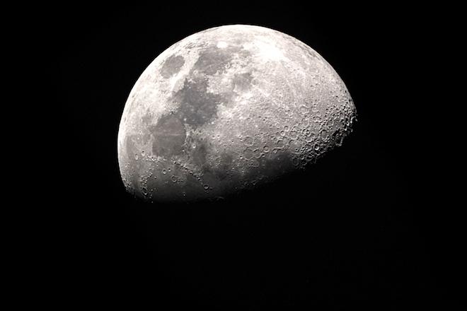 NASA отправит женщину на Луну