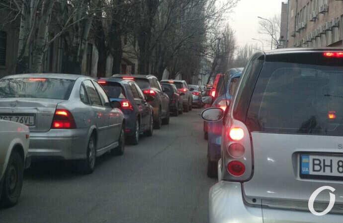 В Одессе большая пробка в сторону поселка Котовского (карта, фото)