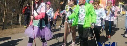 Женский день: одесситки устроили забег в цветах по Трассе здоровья (фото)