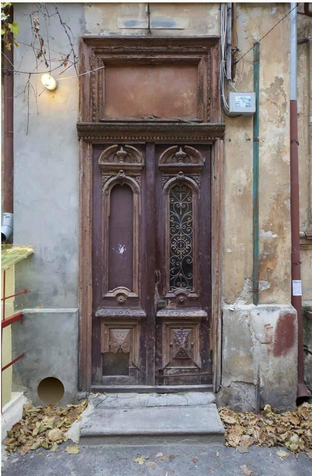 историческая дверь до реставрации