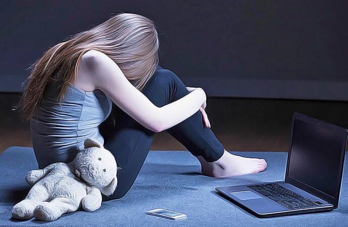 Опасные игры в социальных сетях:как предотвратить детский суицид?