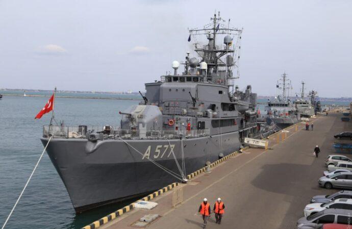 Корабли НАТО вошли в Одессу (фото)