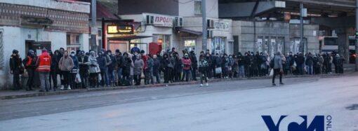 Издержки карантина: одесситы выстаивали огромные очереди, чтобы уехать на поселок Котовского