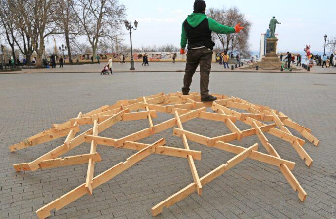 Одесский предприниматель устроил необычный перформанс и «посостязался» с Дюком (фото)