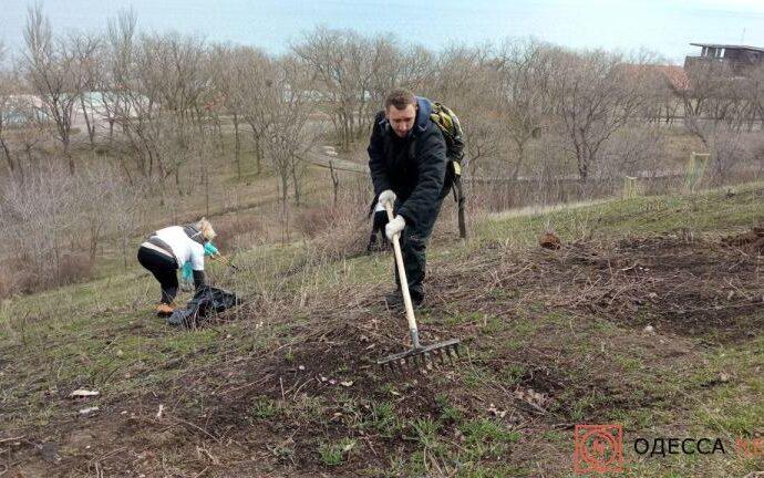 Одесские общественники облагородили склоны санатория Чкалова (фото, видео)