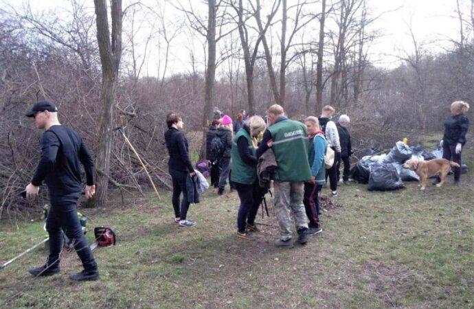 В Одессе активисты очистили от мусора парк «Аэропортовский» (фото)