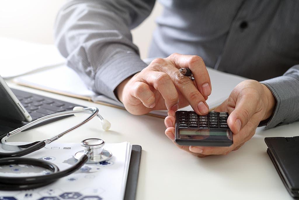 врач медицина деньги калькулятор