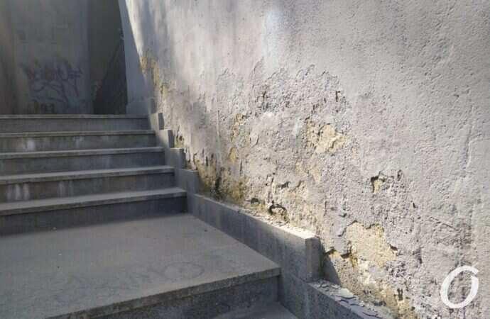 Потемкинская лестница обсыпается: в мэрии назвали причину и сроки решения проблемы (видео)