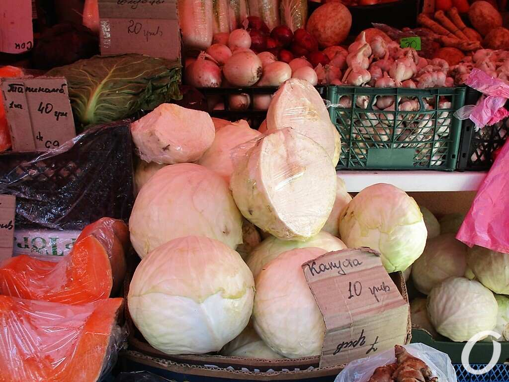 Новый базар, капуста по 10 грн