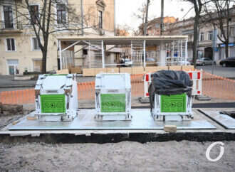 На Соборной площади в Одессе появились мусорохранилища с wi-fi (видео)