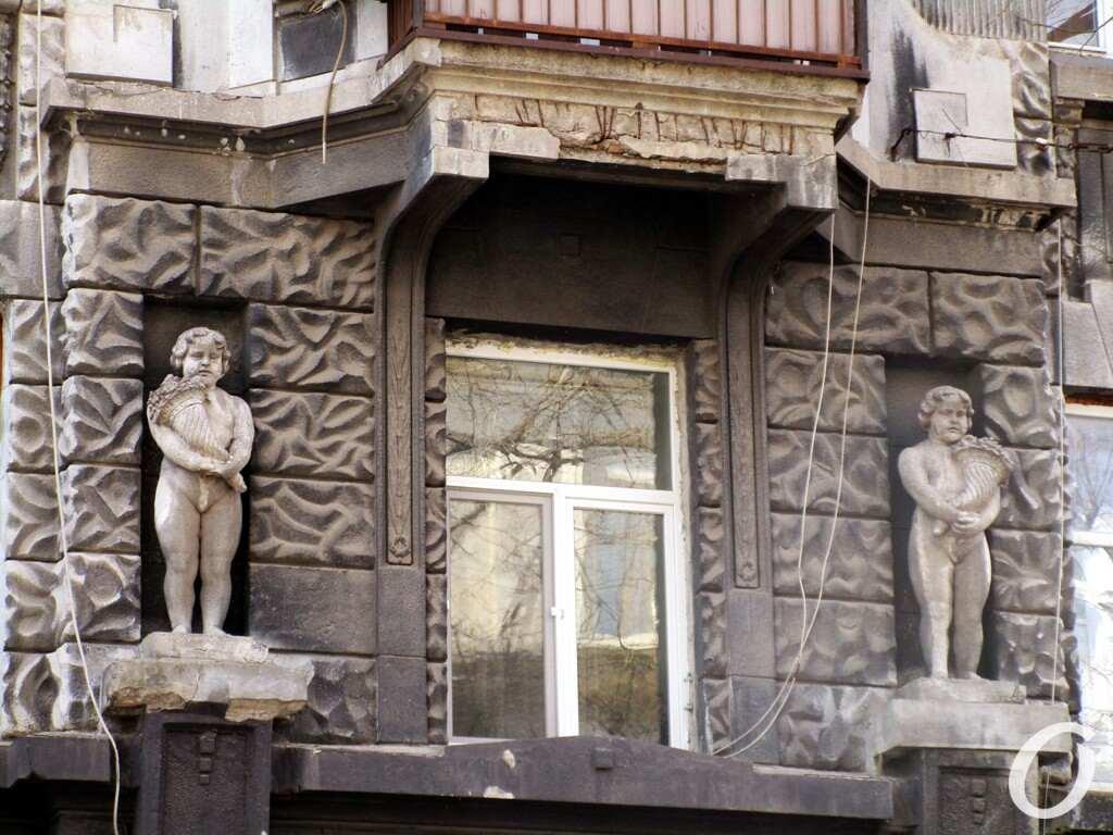 черно-серый дом, окно