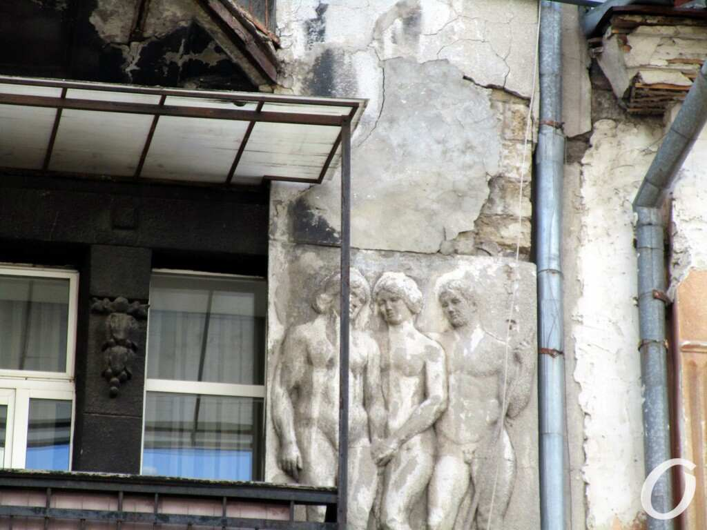 черно-серый дом, скульптуры