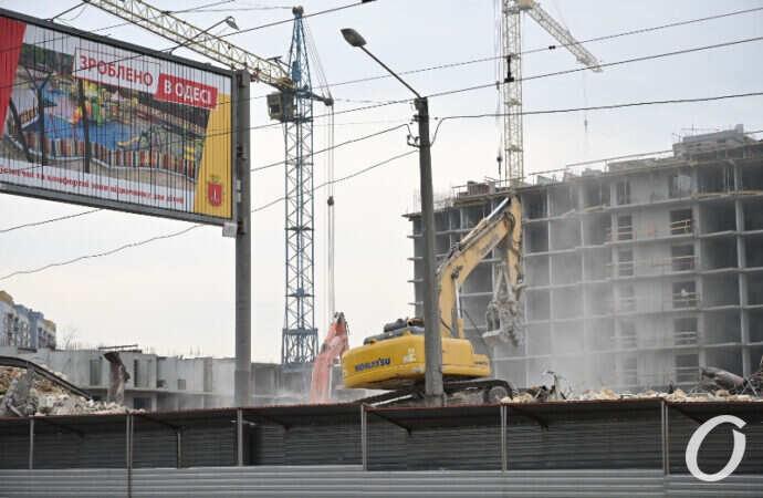 В Одессе сносят здание на Прохоровской (фото, видео)
