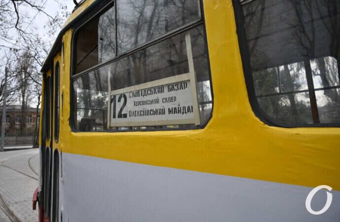 Одесский трамвай №12 не изменил привычный маршрут, несмотря на объявления (фото)