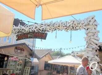 «Одесскую ярмарку» на Дерибасовской таки будут сносить (видео)