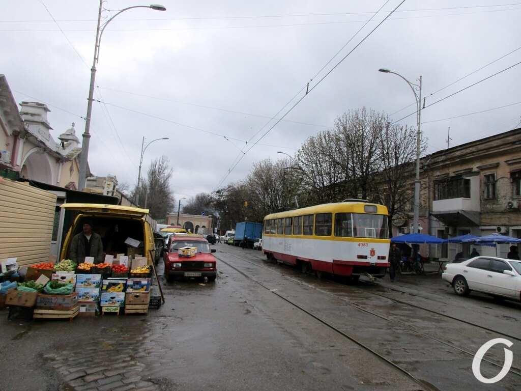 у Привоза, трамвай