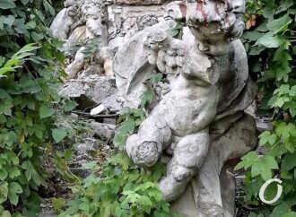 Судьба скульптур с крыши одесского Оперного: чем сердце успокоится? (фото)