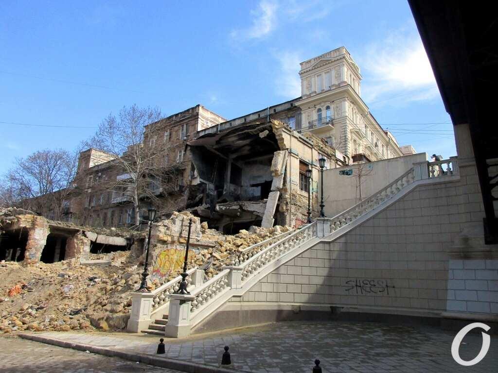 Деволановский спуск, начало ремонта, здание
