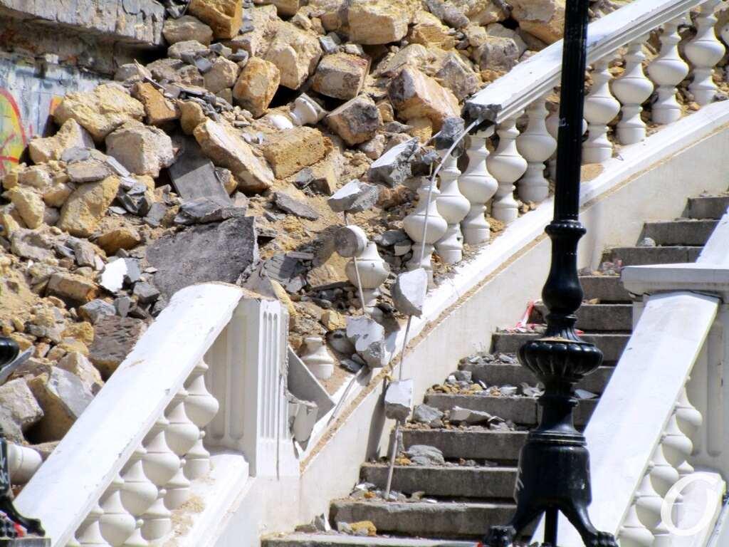 Деволановский спуск, начало ремонта, лестница