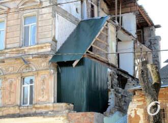 Грохнувший дом на Нежинской: «шо за курятник» и что будет дальше? (фото)