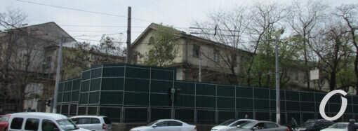 Будущее 6-этажное «Пространство у Стамбульского парка» в Одессе уже обнесли забором (фото)