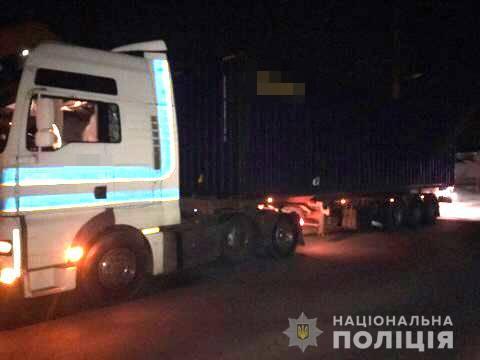 В Одессе фура насмерть сбила мужчину