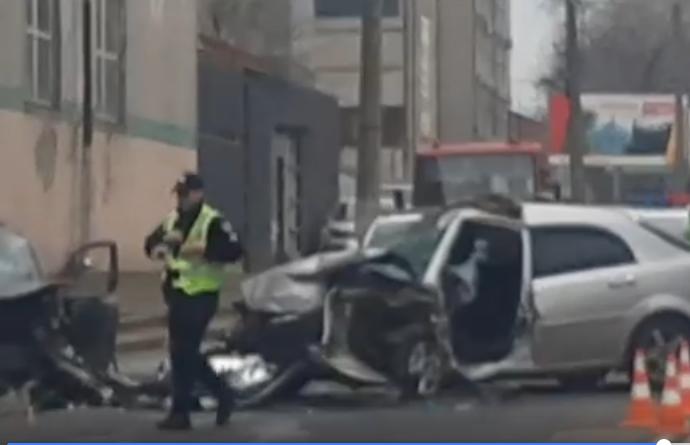 В Одессе на Мельницкой произошло жесткое ДТП, образовалась пробка (видео)