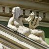 Ужастик по-одесски: у скульптуры на обновленном доме Руссова вместо лица — бутылка (фото)