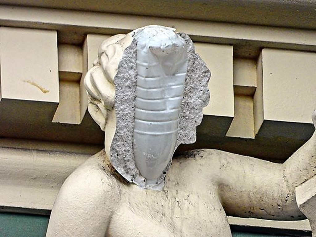 sculpture on the house of Russov