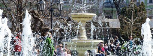 В Одессе включили фонтаны (видео)
